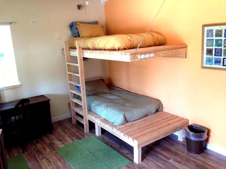 Mancos Inn - Dorm Room Bed 1 - Mancos - Studentrum