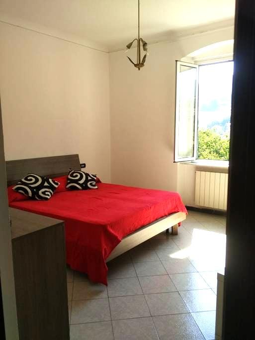 double room with wifi bathroom and kitchen - Genua - Wohnung