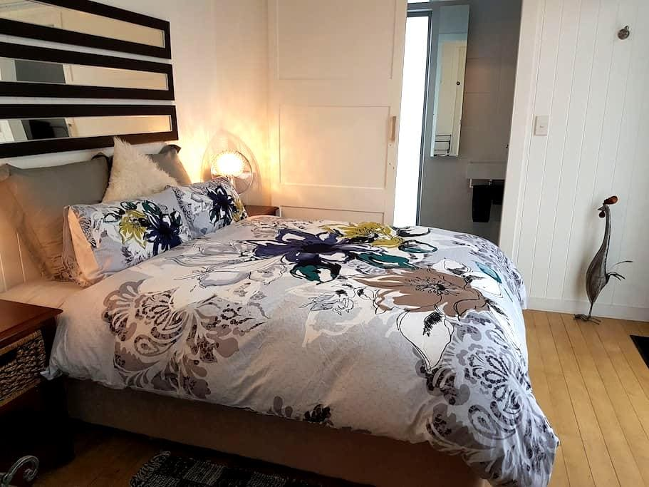 The Cube - Centrally located. Modern, private room - Martinborough - 一軒家