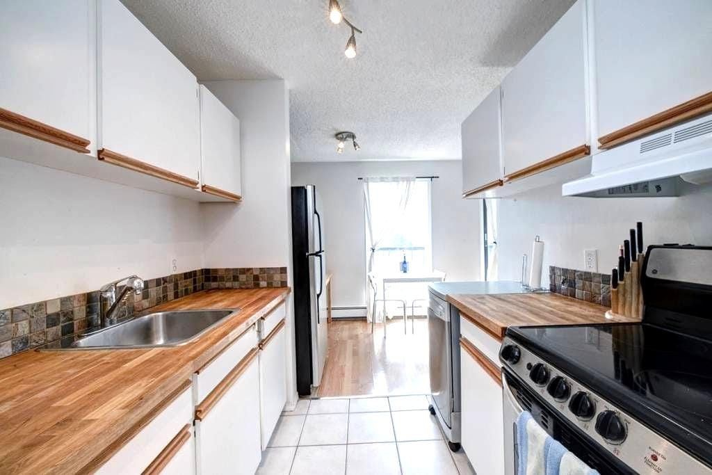 Awesome 1 bedroom condo, Close to everything! - Calgary - Apartment