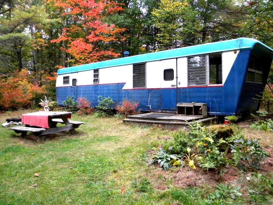 Rustic, cozy vintage Maine trailer - Whitefield - Annat