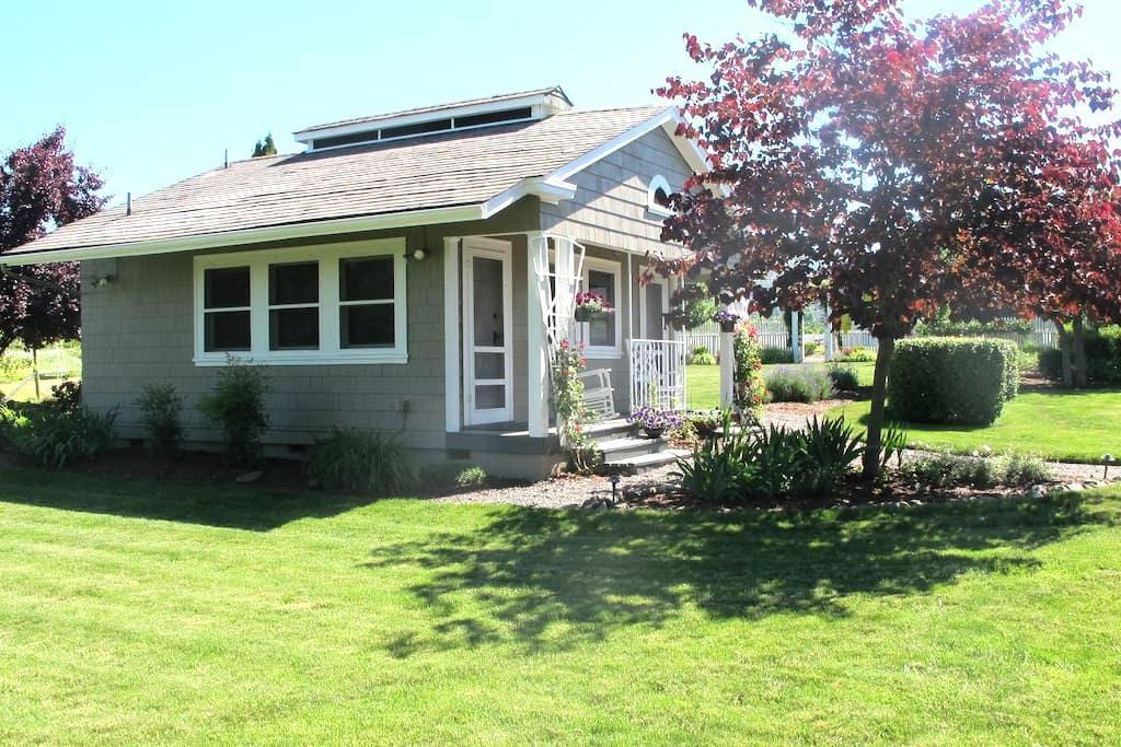 The Cottage @ Hillcrest Orchard - メドフォード - バンガロー