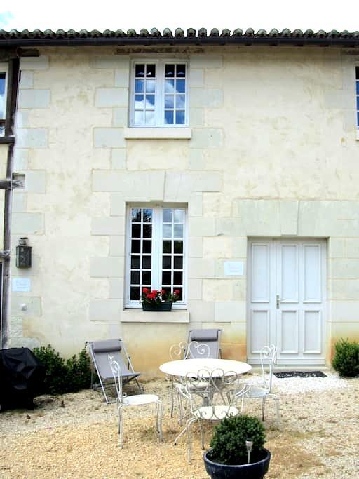 Gîte 2/4 personnes le Petit Manoir - Saires - Casa