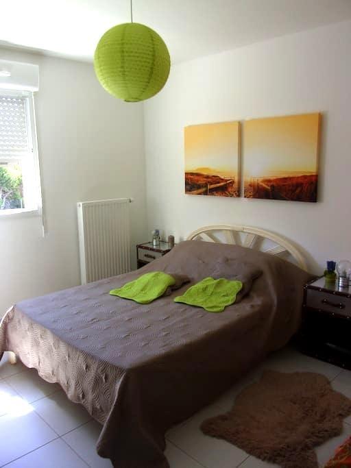 T2  au calme proche centre - Rousset - Apartment
