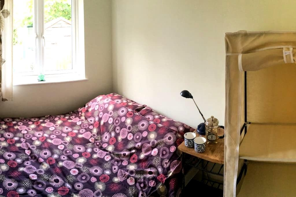 Comfy double in Dorking town centre - Dorking - Pousada