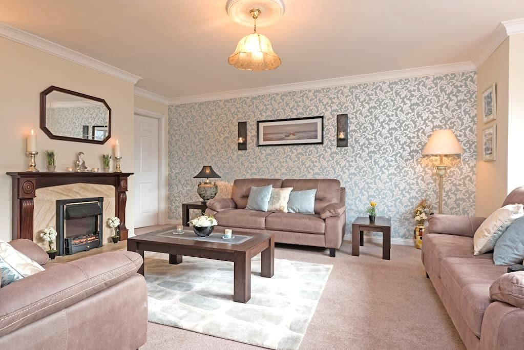 City Center - 4 Bed Luxury House-Great Location - Galway - House
