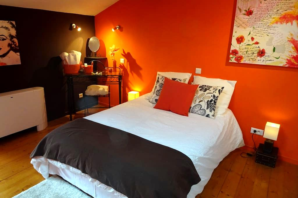 Chambre cosy à Chusclan - CHUSCLAN - Bed & Breakfast