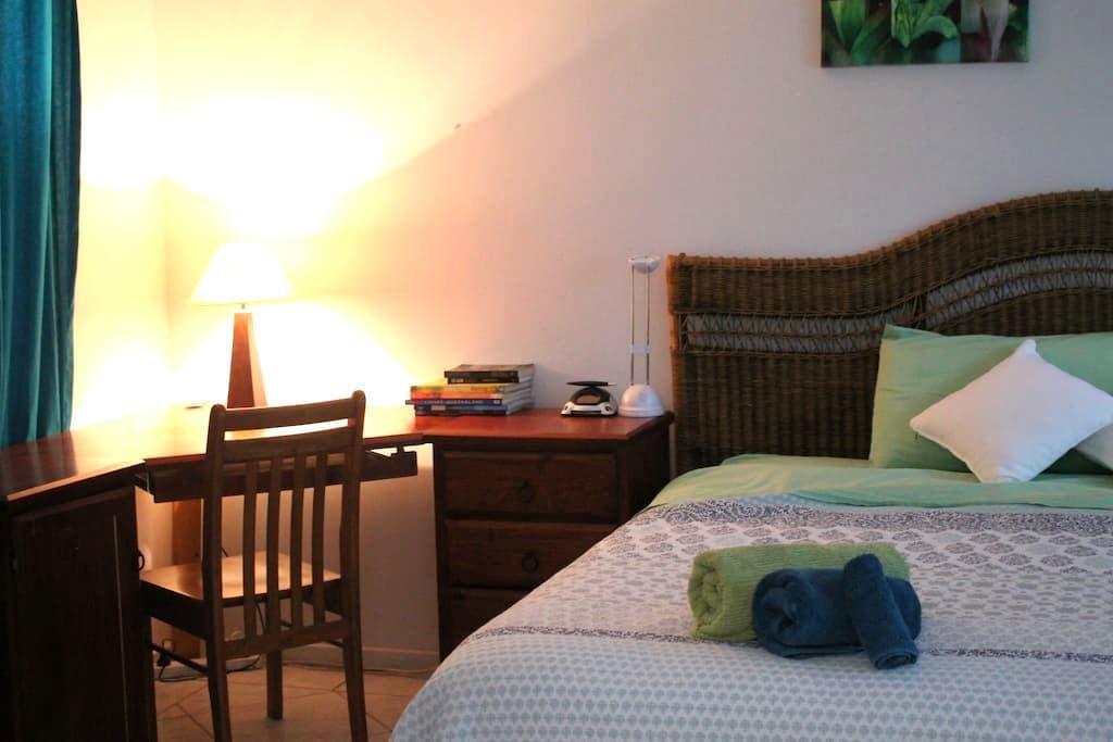Oasis Room Behind Botanic Garden - Edge Hill - Timeshare