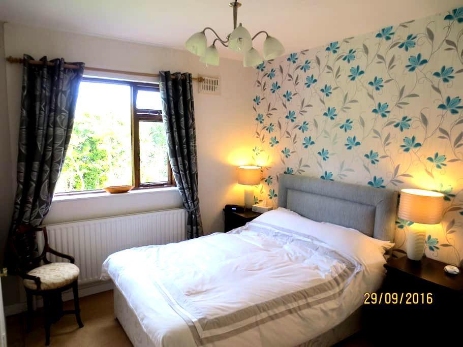 Apartment Double Bedroom En-suite. Suits 2-3 per. - Clonmel - Lägenhet