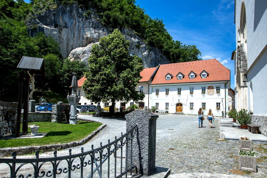 Old Parish House - STARI FAROVŽ - Bled - Bed & Breakfast