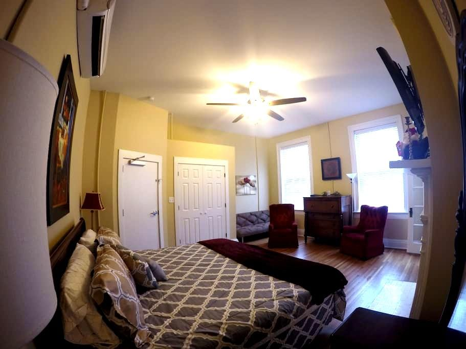The Tyler Adams Suite: Spacious with a Great View! - Bowling Green - House