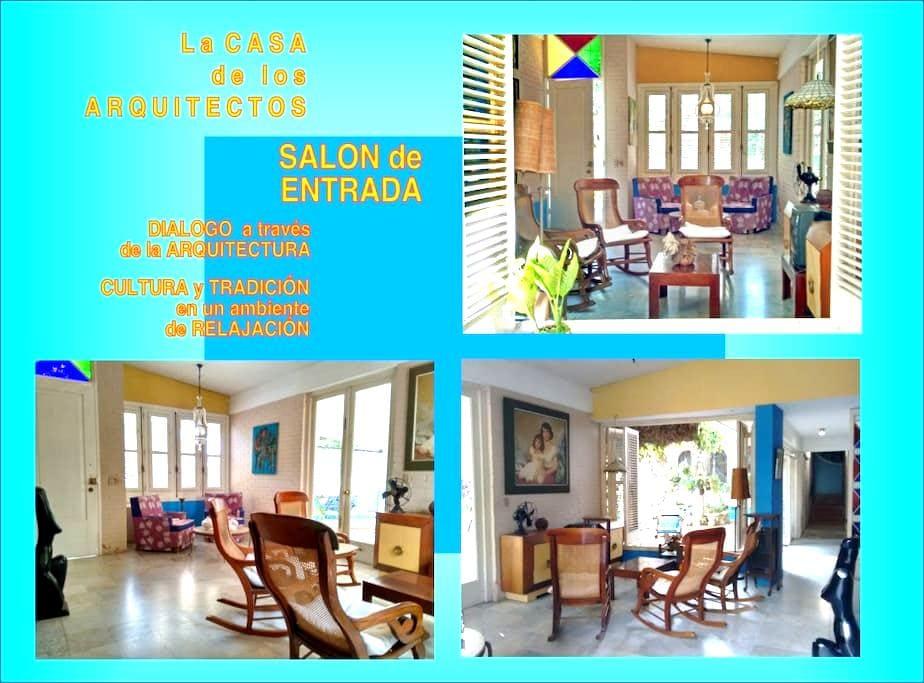 La Casa de los Arquitectos - East Room - La Habana - Rumah