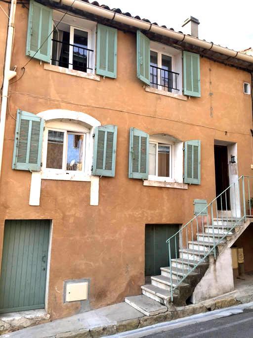 T2 (chambre mezzanine), maison de ville provençale - Le Beausset