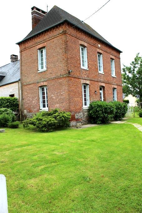 Maison avec jardin près de la mer et du village - Gruchet-Saint-Siméon - Huis