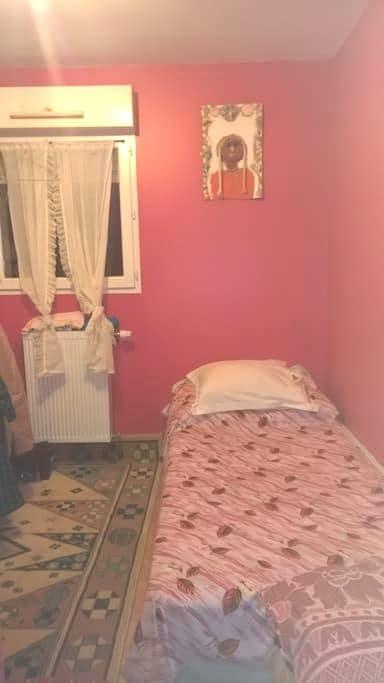 Chambre avec un lit - Saint-Sébastien-sur-Loire - House