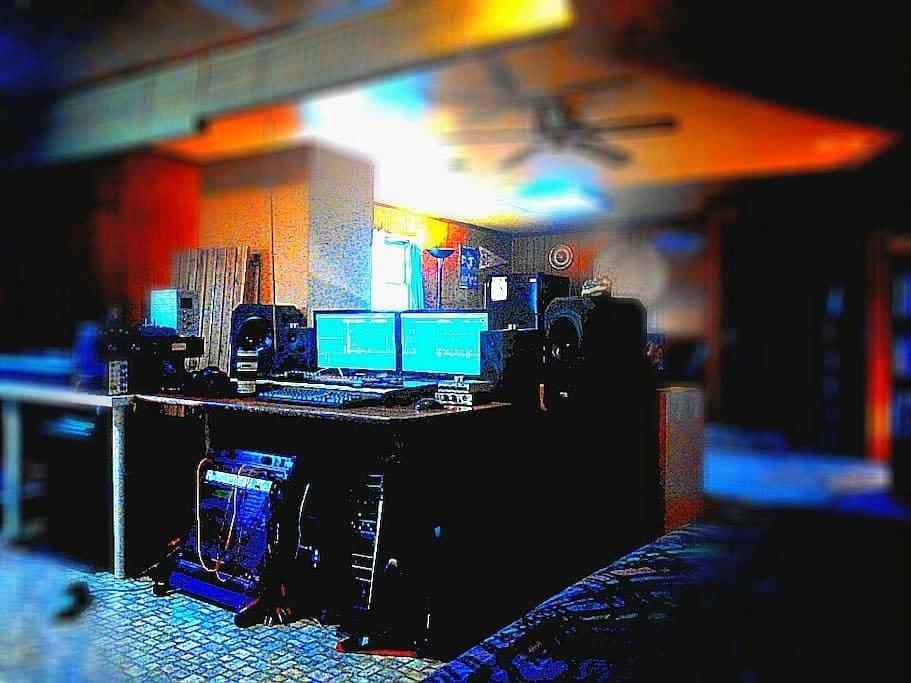 Artists, Entrepreneurs, DJ's, & Musicians welcome! - 화이트 플레인스 - 단독주택