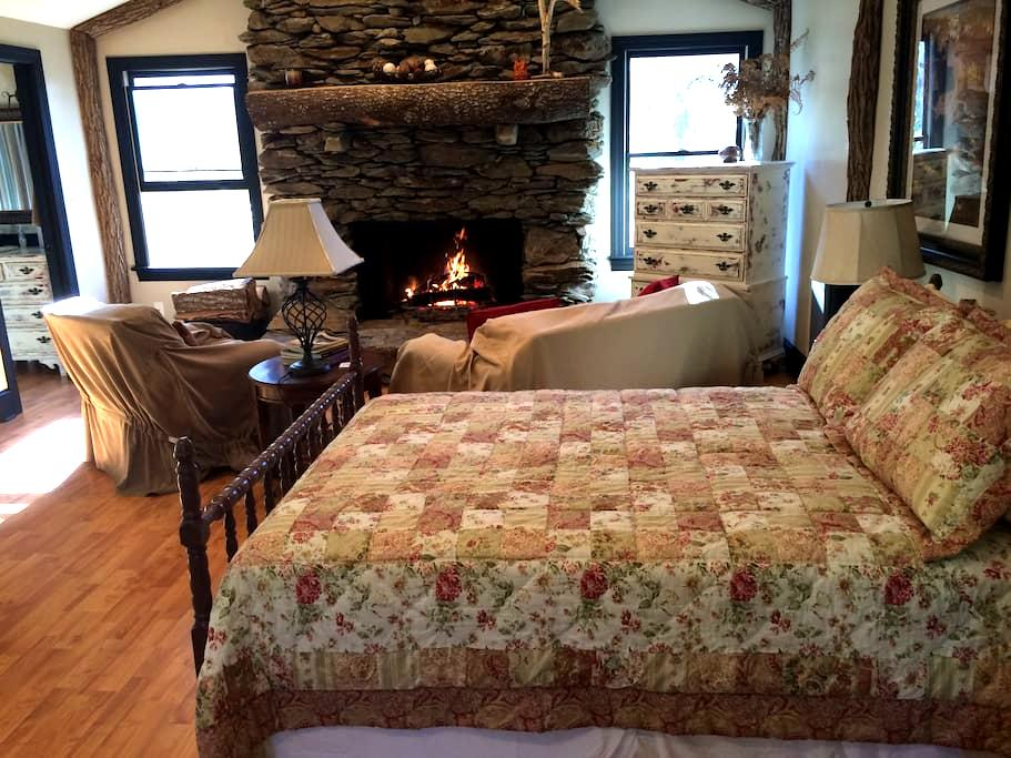 Cozy Cottage in downtown Boone - Boone - Casa