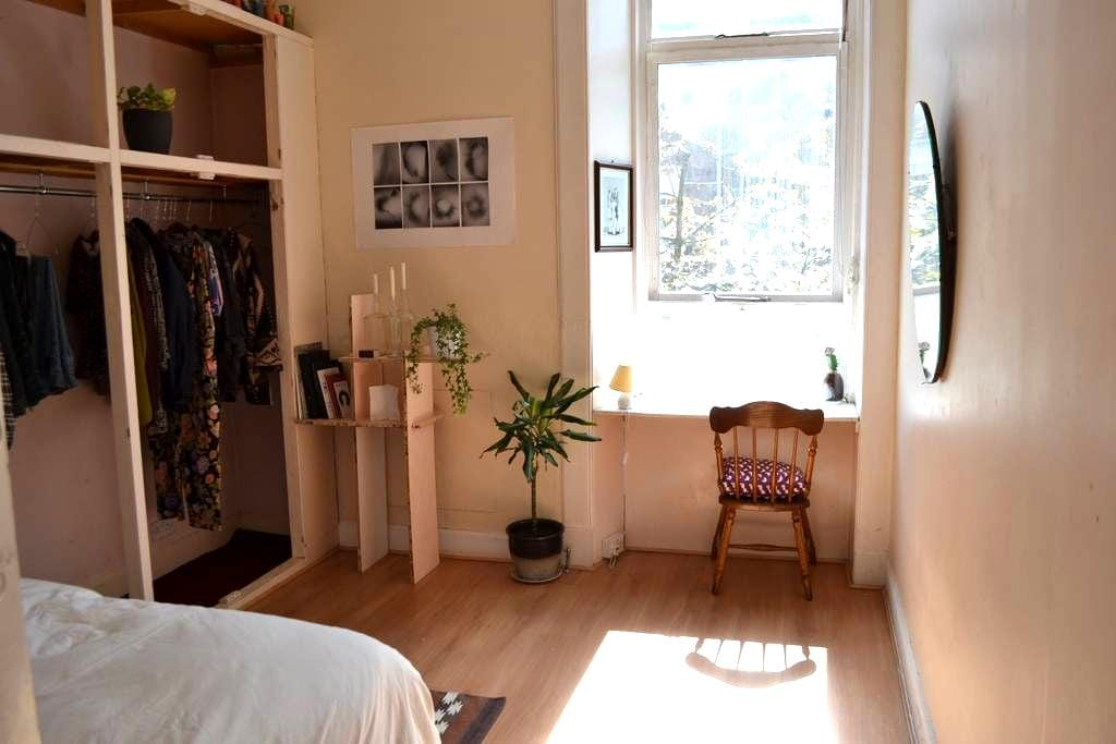 Lovely people in a beautiful & bright home - Glasgow - Leilighet