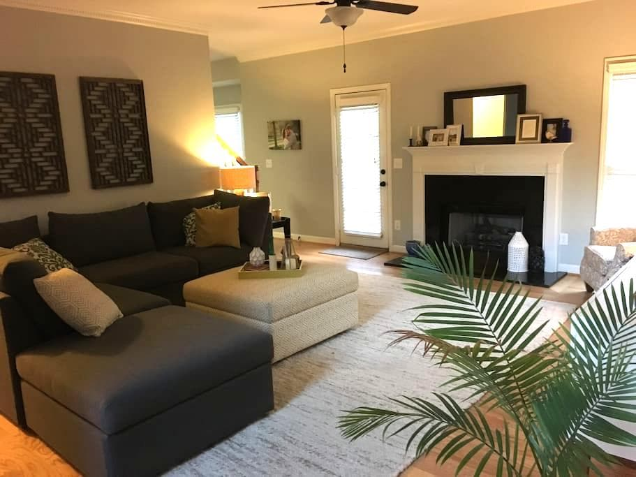 Private floor in quiet neighborhood - Greenville - Casa