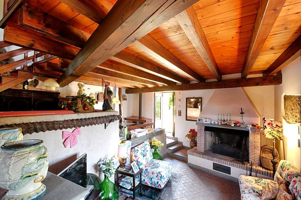 Casa d'epoca incantevole - Aci Bonaccorsi - บ้าน