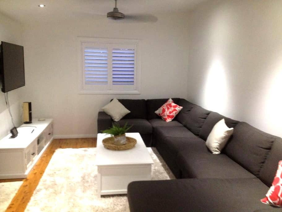 Stroll to the Beach- Studio Flat - Barrack Heights - Muu