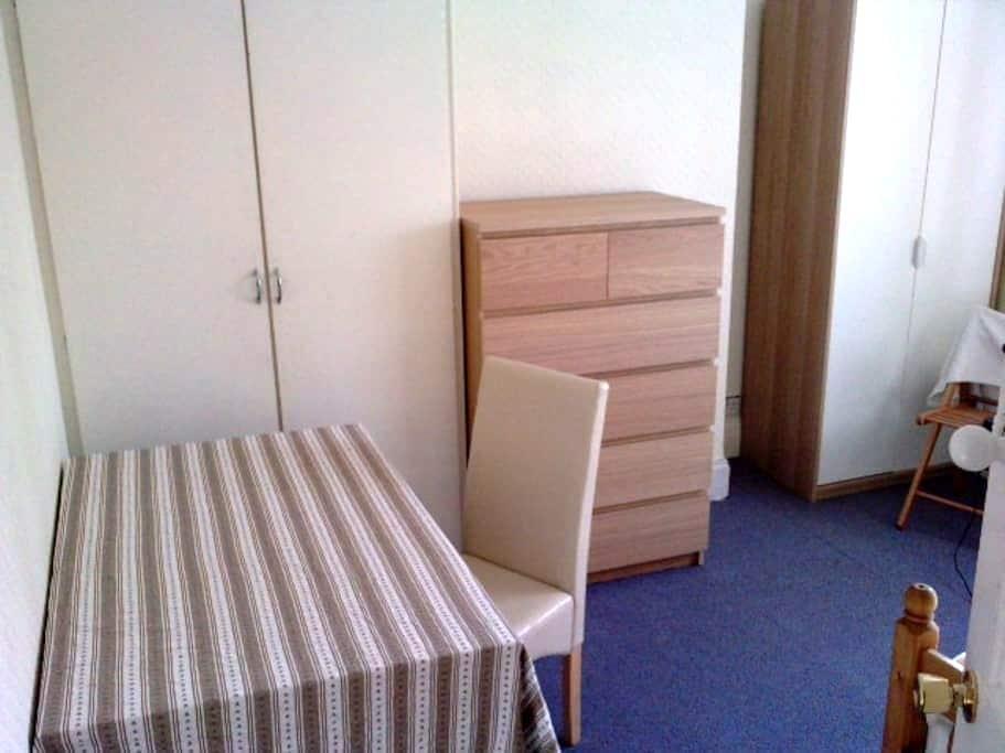 1 Comfy, large room-Wolverhampton - Wolverhampton - Talo