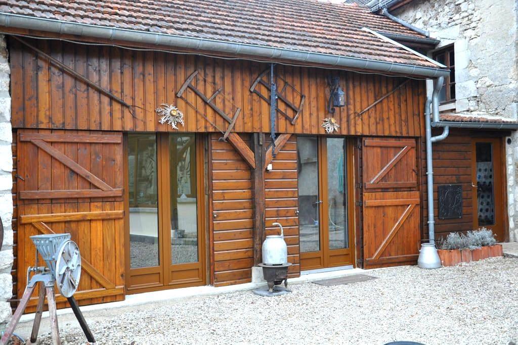 studio meublé dans propriété - Nesle-le-Repons - ห้องเพดาน