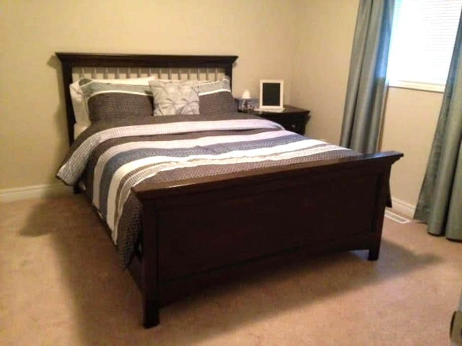 Comfortable Clean Bedroom all 4u! - Barrie - Casa