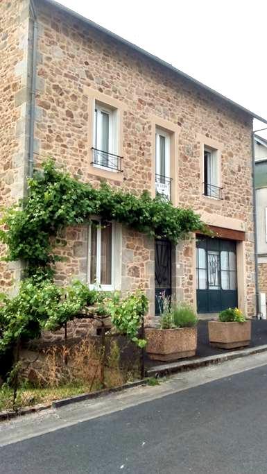 Appartement indépendant T2 bis - Neuvic - Apartment