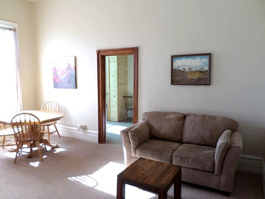 Grande Ave. One Bedroom Apartment - Del Norte - Apartamento