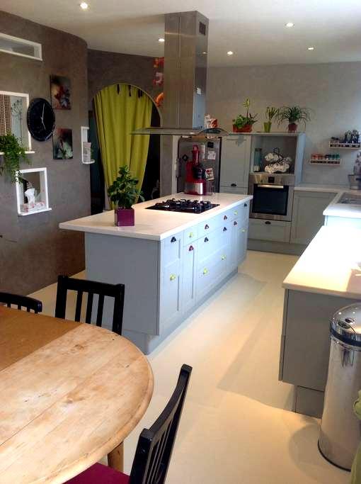 Chambres dans belle maison familiale prèsCDG RER D - Mareil-en-France - Rumah