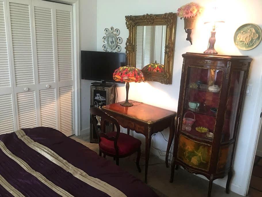 Elegant Room Parkland /Shared Bath - Parkland - Rumah