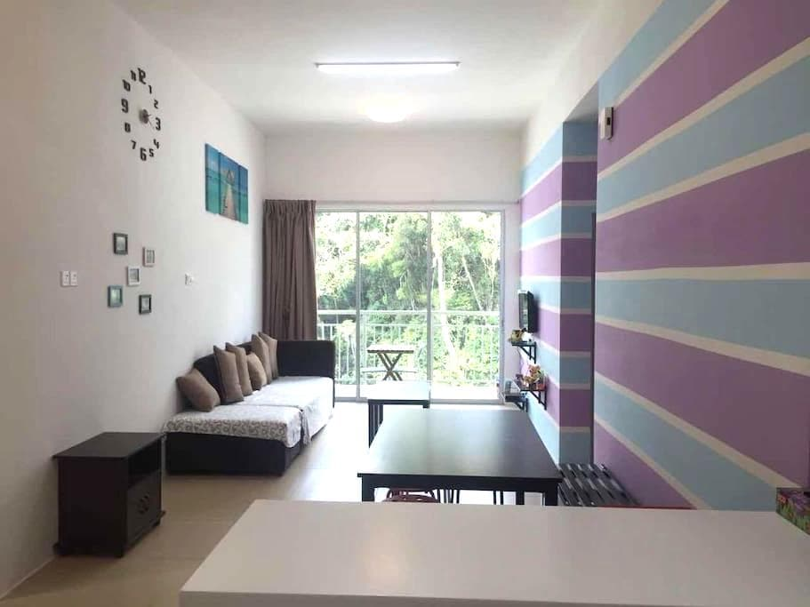 Purple Blue Homestay @Golden Hills Night Market - Brinchang - Appartement