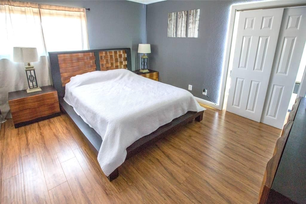 Comfy Room - 10 Minute Drive To The Strip! - Las Vegas - House
