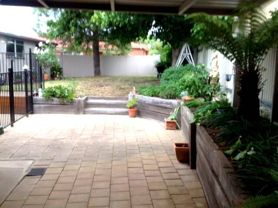 Relax in homely Ryan Road Furnished - Glenroy - House