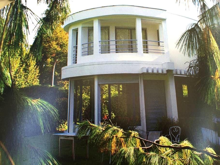 Chambre maison d'architecte piscine - Marly-le-Roi - Bed & Breakfast