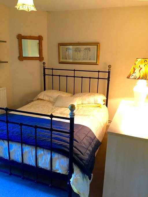 Quiet double room central location. - Winchester  - Wohnung