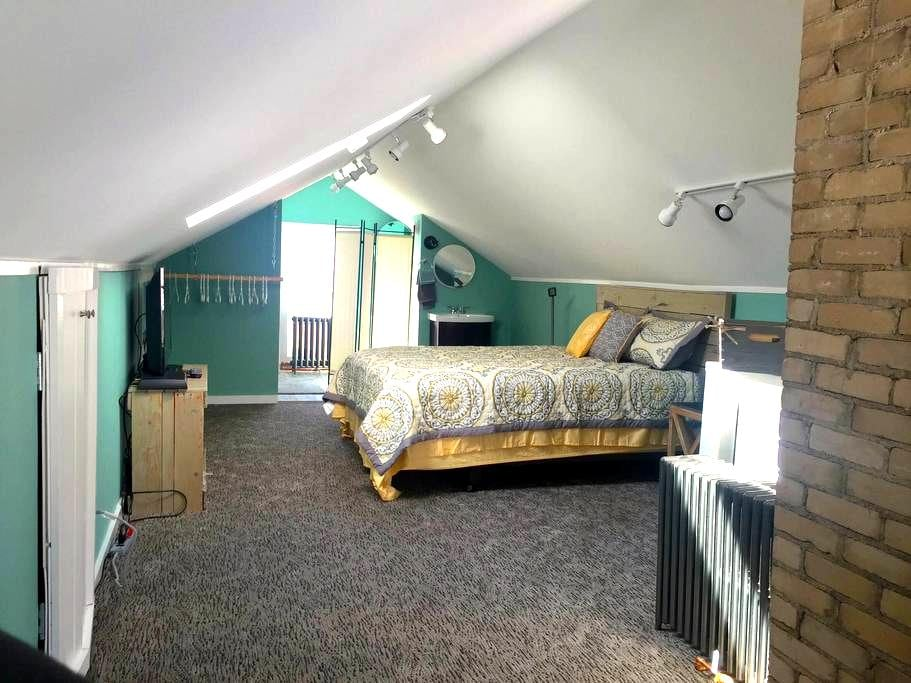 Newly renovated home near St. Paul colleges - Saint Paul - Hus