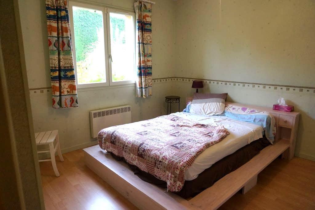 Chambre dans une grande maison avec jardin - Marcy-l'Étoile - Haus