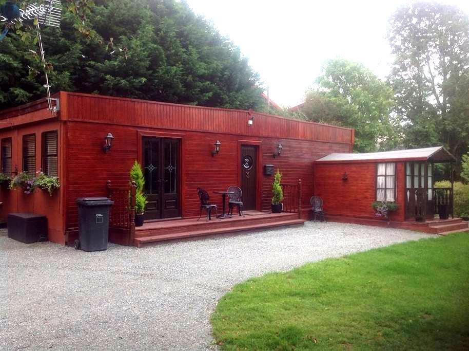 Chalet in secluded area in Gaerwen - Gaerwen - Chalet