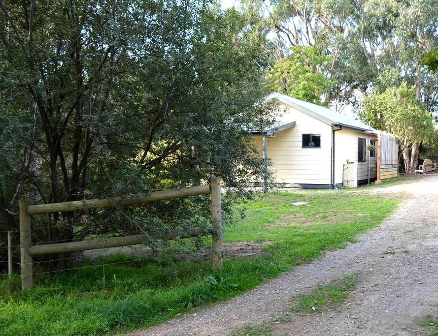 LUSATIA COTTAGE Accommodation - Woori Yallock - Bed & Breakfast