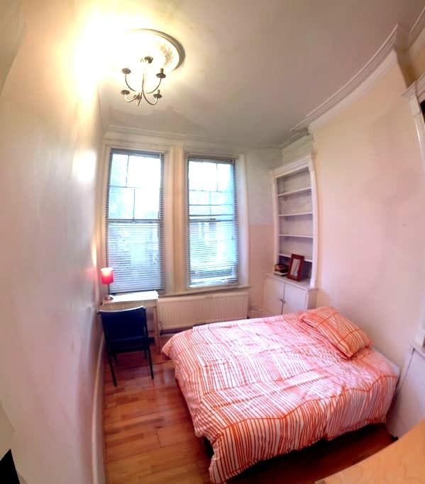 Double room in a modern quiet flat - Richmond - Apartment