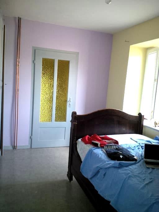 chambre de 12m² au rez de chaussée - Bust - Ev