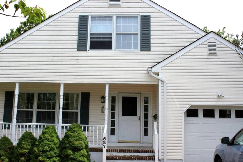 Spring Lake -3 BR-Furnished, downstairs MBR - Spring Lake