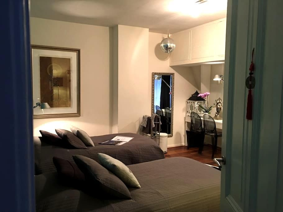 Very fine room | 2 persons | centre - Den Haag