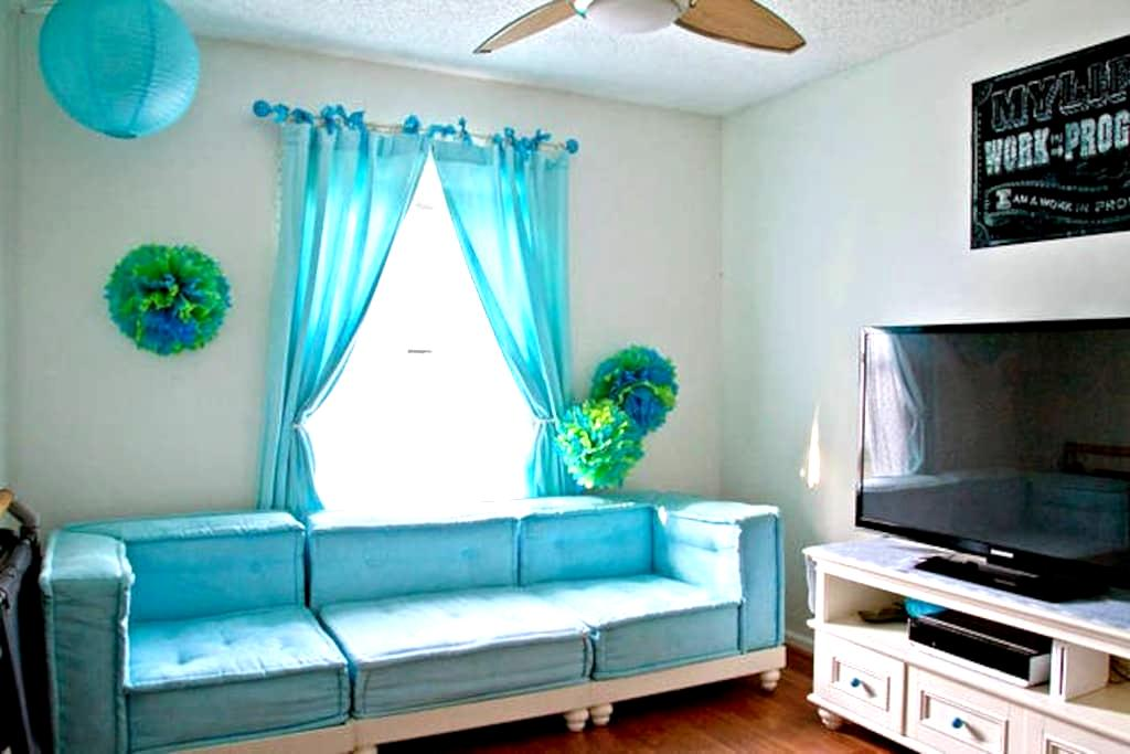 Clean, Safe, & New! Perfect Stop-Over - Jacksonville - House
