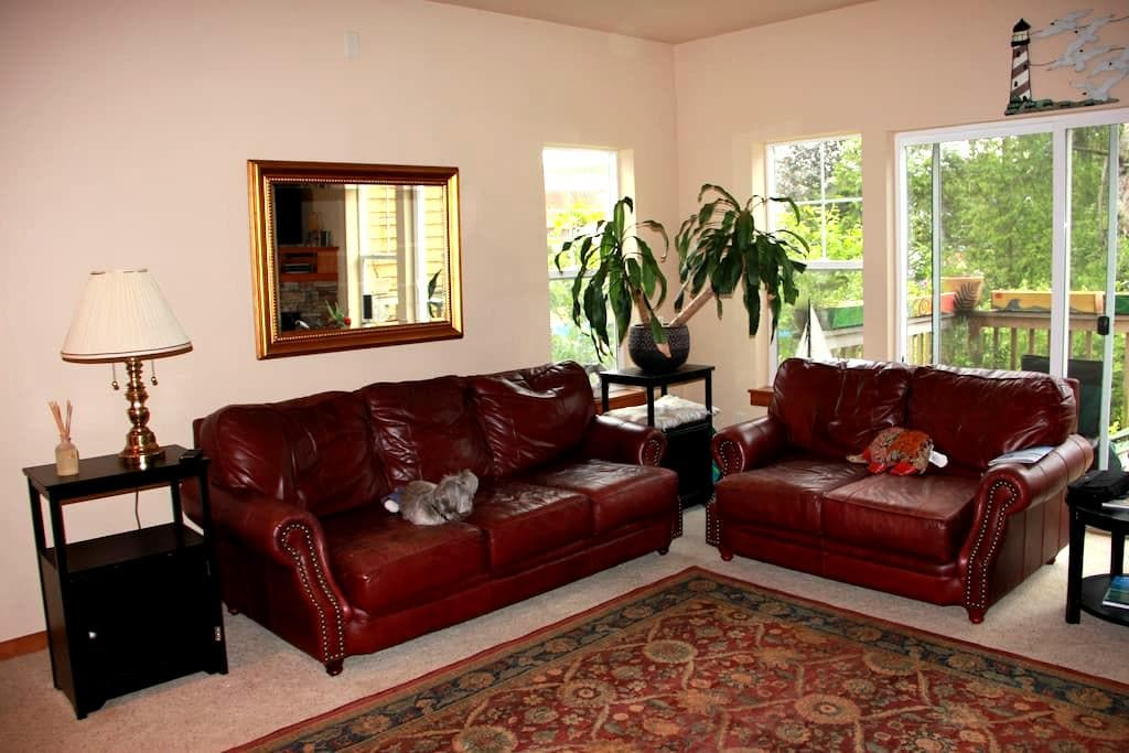 Master Bedroom in Pacific City - Cloverdale - Haus