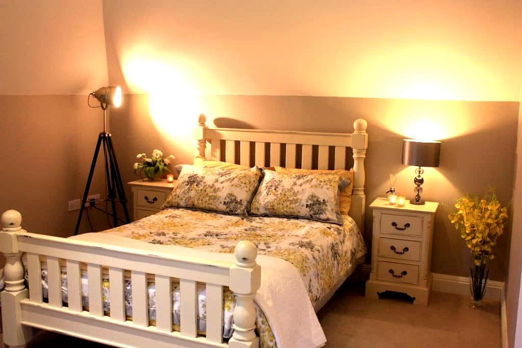 Large Double room 7min to Station - Woking - Casa