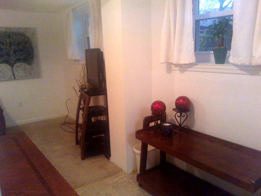 Blacksburg Apt near VT Lane Stadium - Blacksburg - Apartment