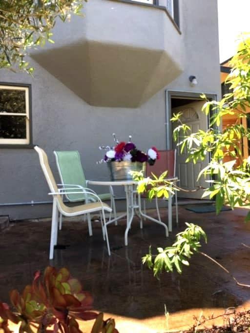 Cozy In-law in the lower hills - Berkeley - House